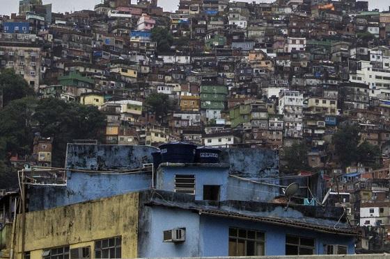 La Rocinha, 860.000 metros cuadrados de pasión, a las sombras de la televisión.
