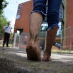 De los pies, hasta la UCA